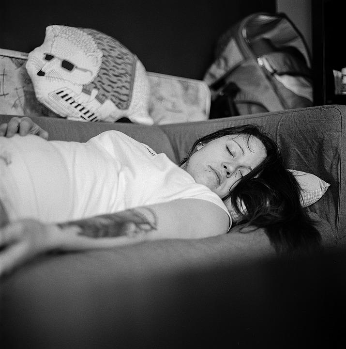 mujer-dormida-dolor-cabeza